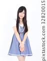 年轻的女士时尚肖像 32820015