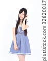 年轻的女士时尚肖像 32820017