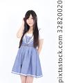 年轻的女士时尚肖像 32820020