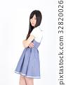 年轻的女士时尚肖像 32820026