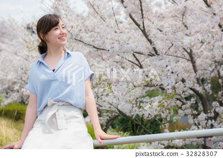벚꽃 여성 32828307