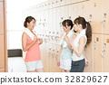 健身館 成熟的女人 一個年輕成年女性 32829627
