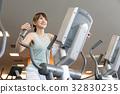 運動 健身館 一個年輕成年女性 32830235
