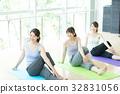 健身館 成熟的女人 一個年輕成年女性 32831056