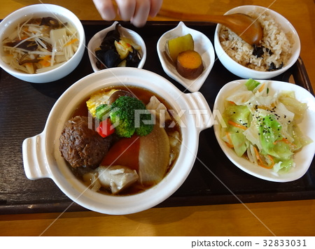Chinese cuisine meatball and hot pot 32833031
