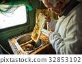 honey, beekeeper, honeycomb 32853192