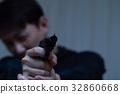 권총 권총 (범죄 불법 범인 악인 변장 용의자 사건 범죄자 수상한 사람 침입 명) 32860668