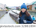 Woman travel in Otaru canel of Japan 32861894