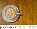 咖啡拉花與木紋桌面 32879749