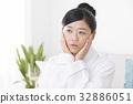 컨디션 불량의 여성 32886051