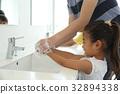 화장실 어린이 32894338
