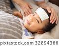 침대에자는 유아 32894366
