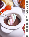 Chocolate fondue 32901635