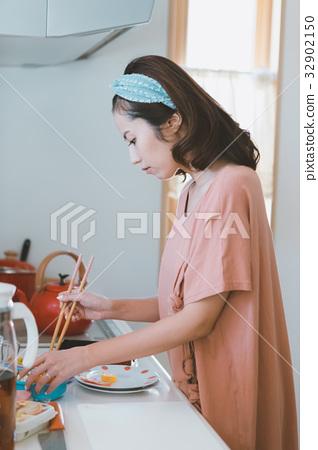 แม่บ้าน,ครัว,งานบ้าน 32902150