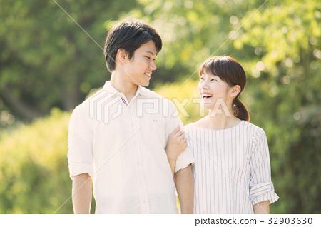 年輕夫婦 32903630