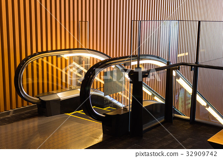 escalator 32909742