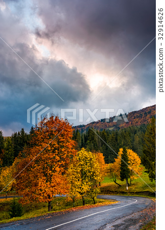 gorgeous sky over colorful foliage on serpentine 32914626