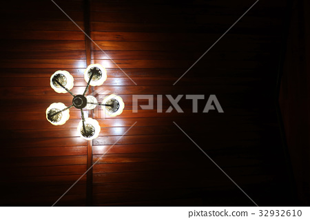 The light of a lamp with wooden ceilings 32932610