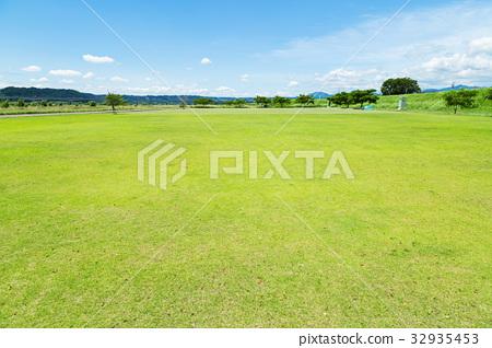 잔디 광장과 여름의 하늘 32935453