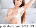 腋下 女人 女性 32940993