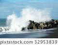높은 파도, 바다, 방파제 32953839