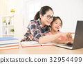 asia chinese mother with daughter 32954499