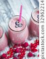milkshake, yoghurt, cranberry 32962214