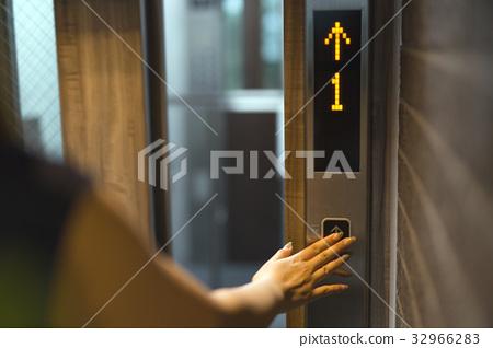 電梯 32966283