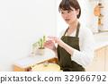 女性做飯 32966792