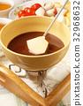 Chocolate fondue 32968632