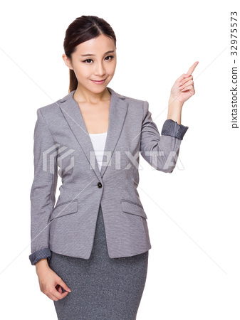 Asian Young businesswoman with finger point up 32975573