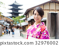 Japanese woman wearing kimono at yasaka pagoda 32976002
