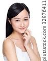 Smiling beautiful young woman 32976411