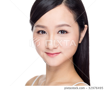 Young asian woman with perfect skin 32976495