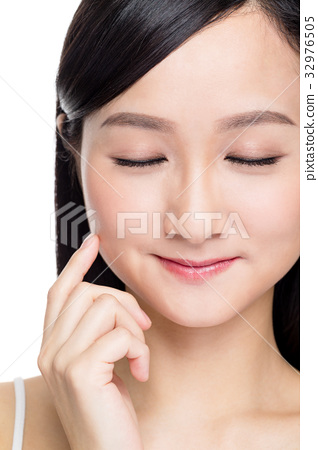 Woman closing her eye with perfect skin 32976505