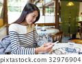 women, restaurant, woman 32976904