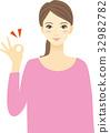 有好標誌的微笑的婦女 32982782