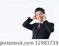 ビジネスマン(スマホ) 32983739