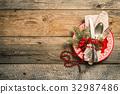 Christmas table setting. 32987486