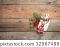 Christmas table setting. 32987488