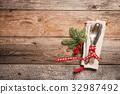 Christmas table setting. 32987492