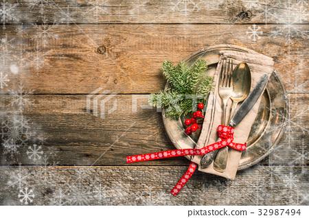Christmas table setting. 32987494
