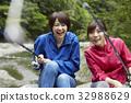 一個女人享受釣魚 32988629