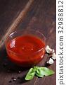 tomato sauce. 32988812