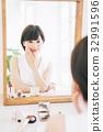피부 검사를하는 여성 32991596