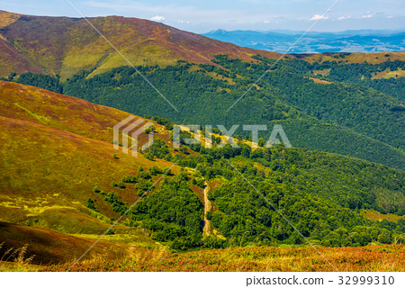 beautiful Carpathian Mountain Range 32999310