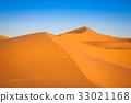 Sand Dunes in the Sahara Desert, Merzouga, Morocco 33021168