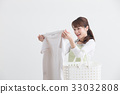 앞치마 차림의 여성 흰색 배경 33032808