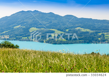 Beautiful landscape at lake Attersee in Steinbach 33034624