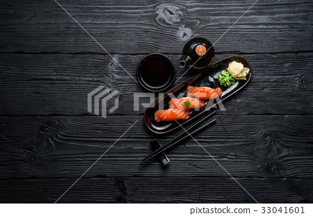 Japanese cuisine.Salmon sushi with soy sauce 33041601